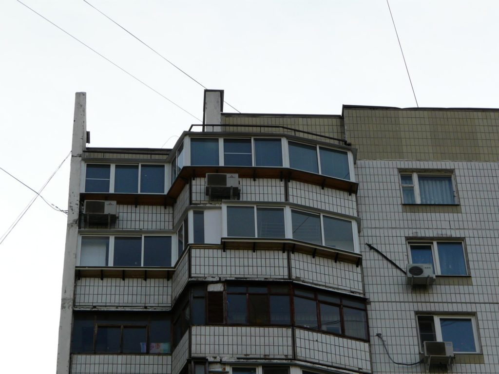 """Остекление балконов и лоджий в п-44 (лодочка) в москве """" цен."""
