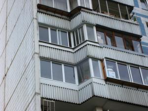 Алюминиевое остекление балкона маленький сапожок