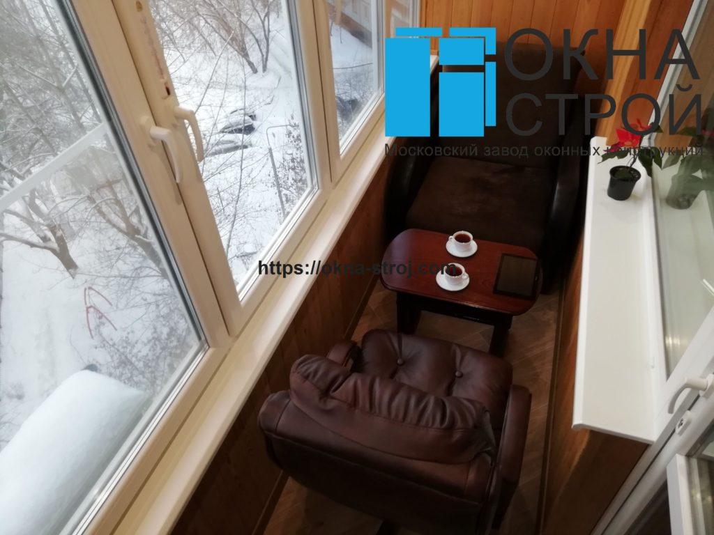 Теплое остекление лоджии 4 метра дома П-46 с отделкой деревянной вагонкой
