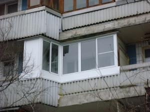 Холодное алюминиевое остекление балкона сапожок П-44