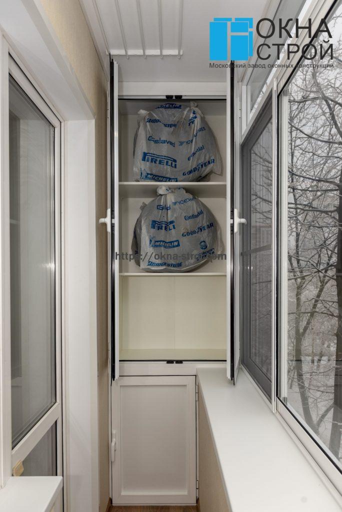 Холодное остекление балкона в сталинке с встроенной мебелью и утеплением