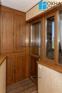 Теплое остекление балкона с ламинированием под дерево и сохранением фасада