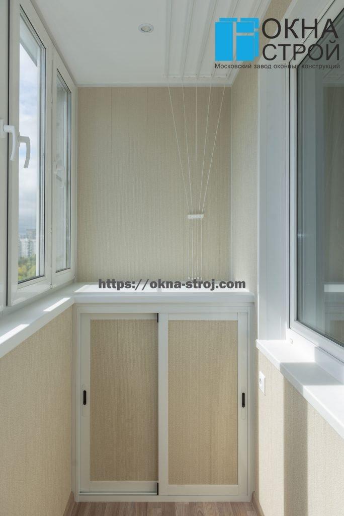"""Балкон """"сапожок"""" П-44: отделка ламинированными панелями и встроенная мебель"""